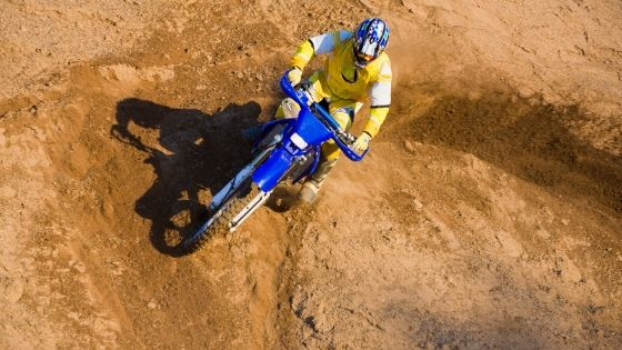 Why Do Suzuki Dirt Bike Cornering So Well_ (1)