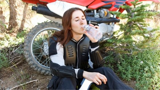 girls dirt bike riding